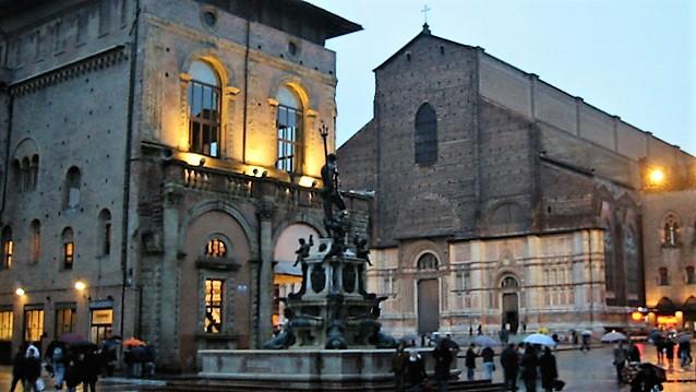ボローニャのネットゥーノ広場