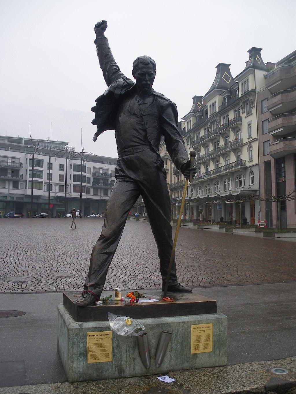 1024px-Freddie_Mercury_Memorial_Statue