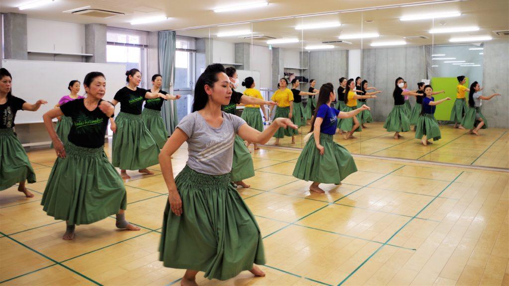 フラダンス教室~カレイヒイマクア~体幹も鍛えられるベーシックステップのレッスン