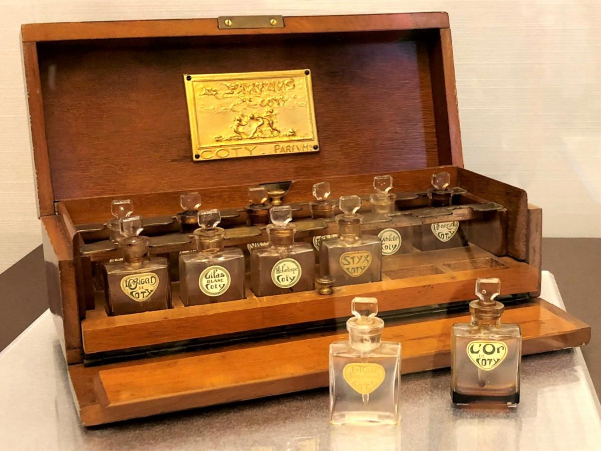 ルネ・ラリック_コティの香水瓶