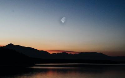 百人一首かるたの歌人エピソード~壬生忠岑、別れの朝の切なさを月に託して