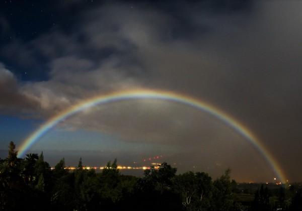 夜の虹 Moonbow ハワイ
